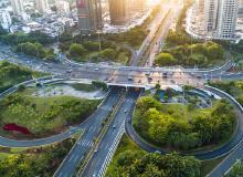 哈尔滨交警严处商圈周边微循环道路违法行为